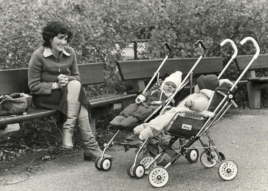Maryse Casol, son fils Mickael Casol et un ami en 1982, Montreal, Canada.