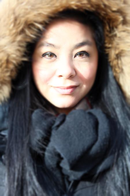 Noriko Emen-Casol en manteau d'hiver Soia & Kyo