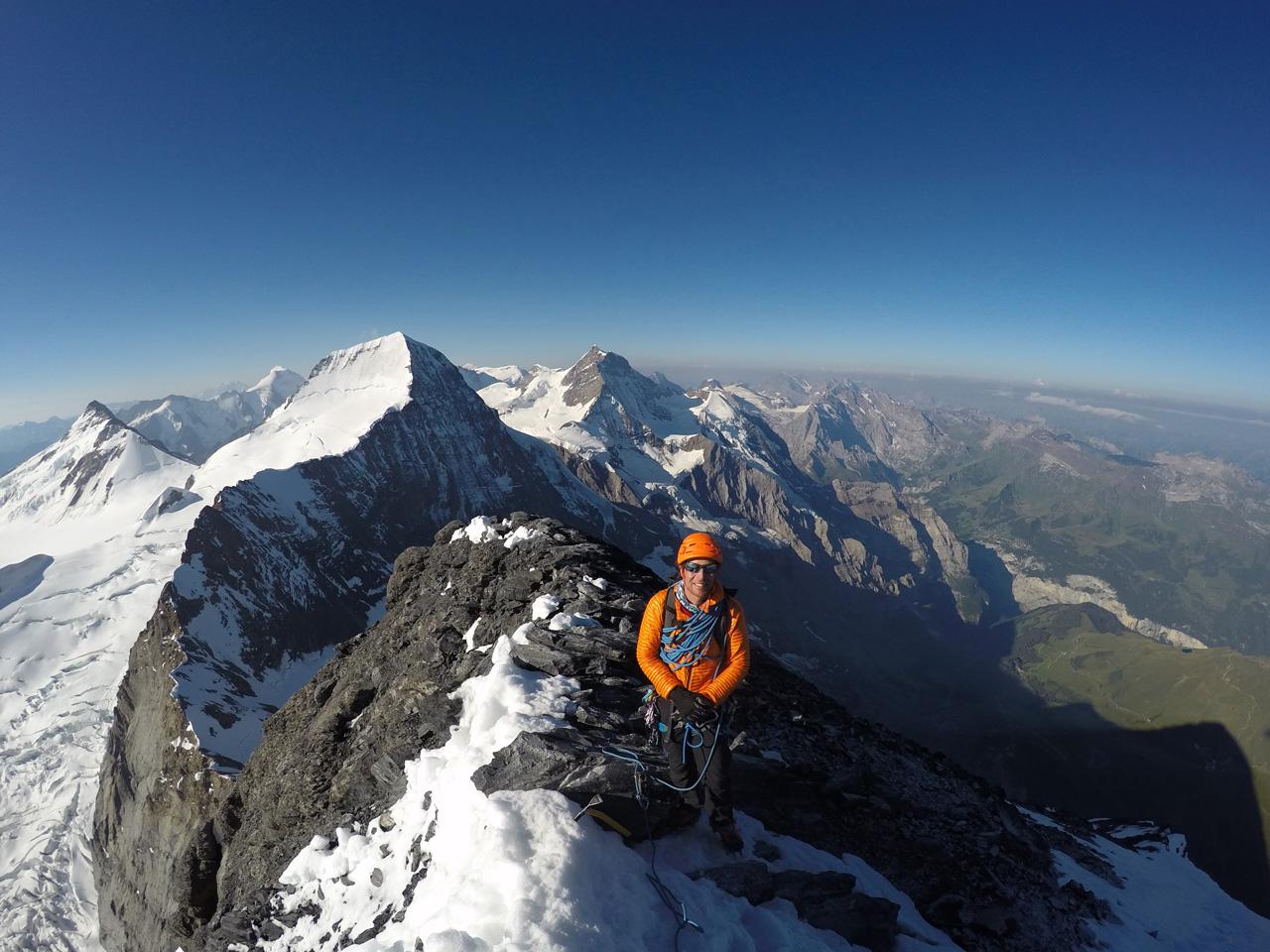 Guillaume Omont, sommet du Eiger avec vues sur le Mt Mönch, vers l'Ouest!