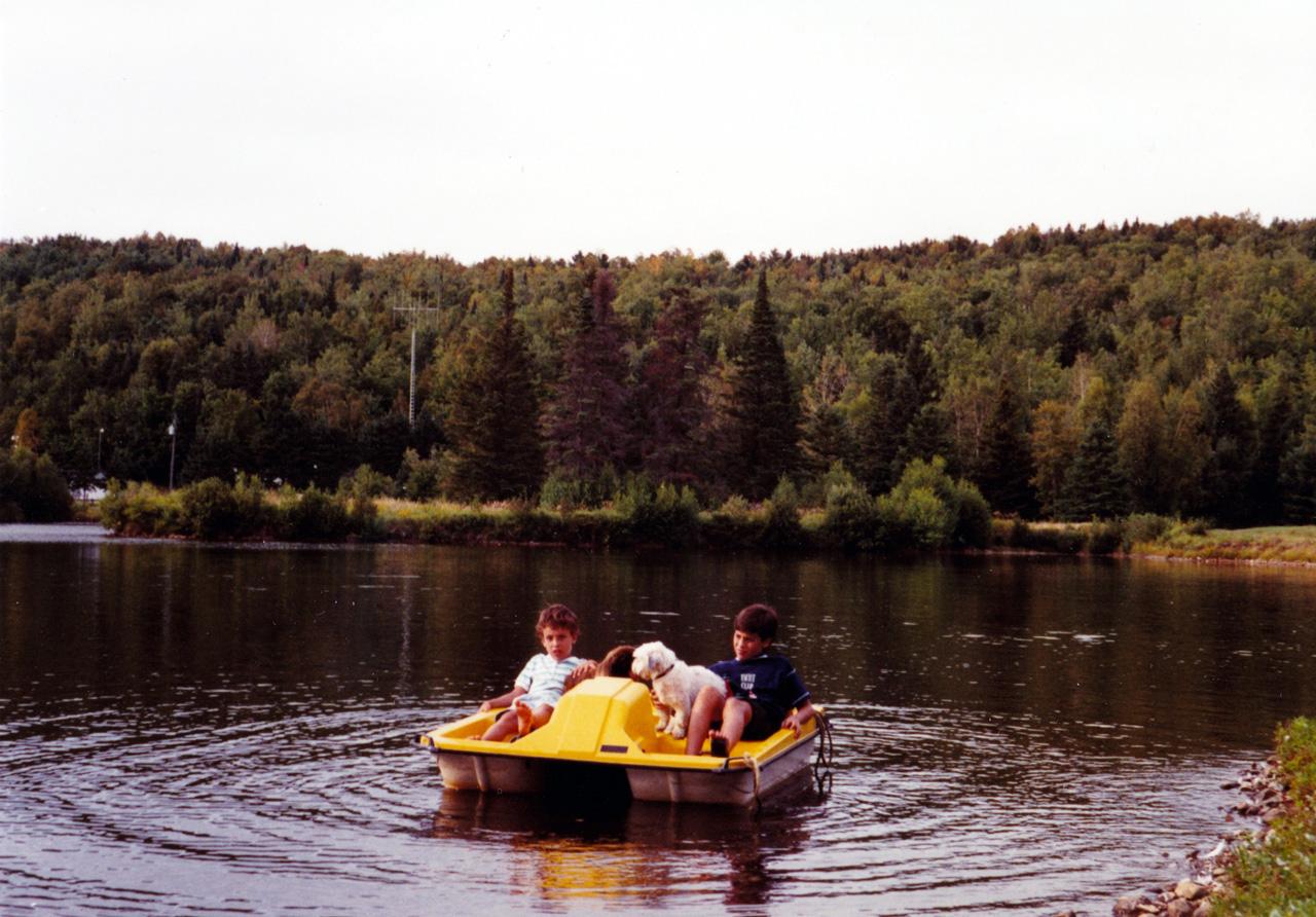 Nicolas et Mickael Casol, St-Jean de Matha, Quebec, Canada, Août 1989