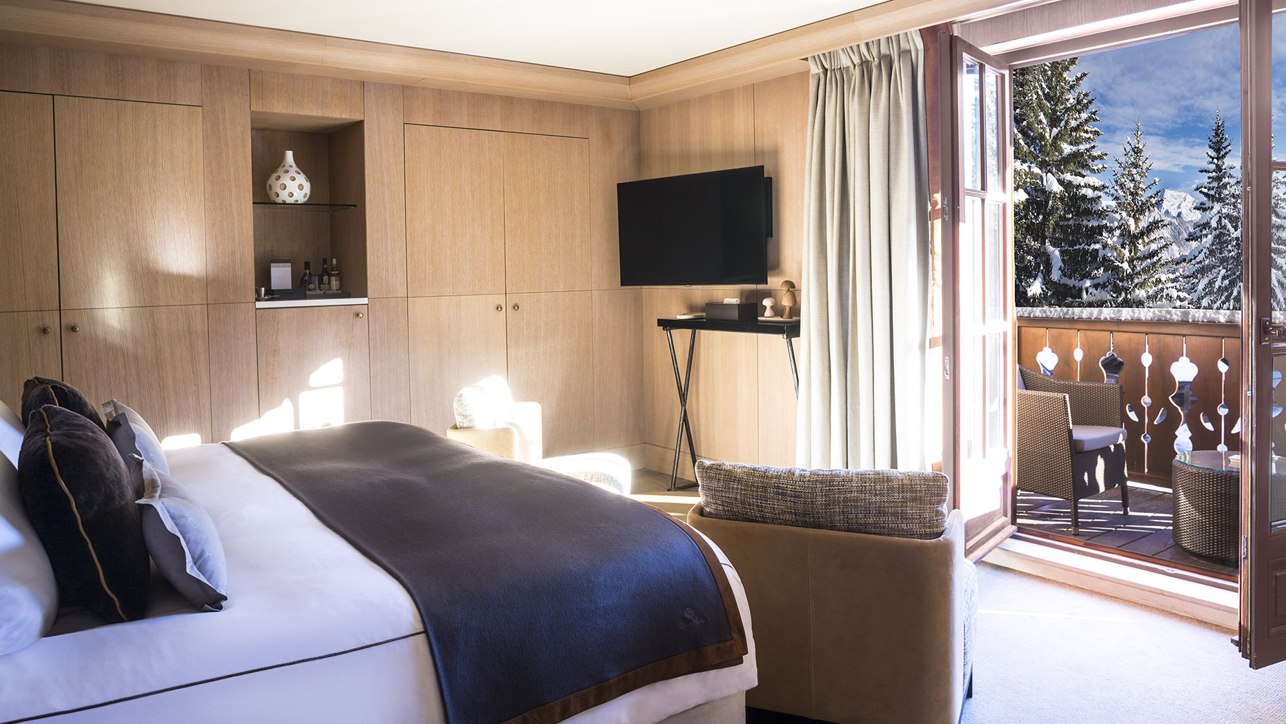cheval blanc courchevel 1850 french alps casol villas france. Black Bedroom Furniture Sets. Home Design Ideas
